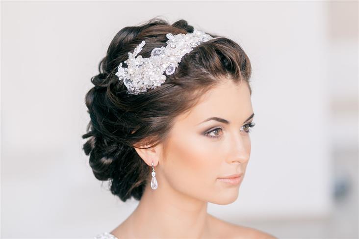 Прическа на средние волосы свадьба