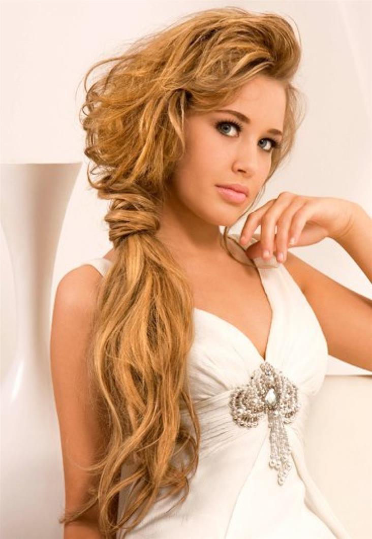 Прически на средние кудрявые волосы на основе хвоста